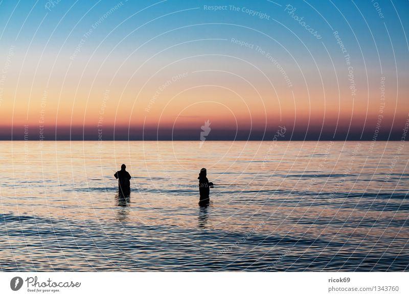 Angler an der Ostseeküste Mensch Natur Ferien & Urlaub & Reisen blau Wasser Meer Landschaft ruhig Wolken Strand Küste Sport Freizeit & Hobby Tourismus Idylle