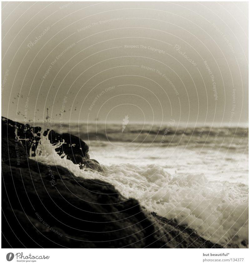 wellenbrecherin° Meer Sommer Strand ruhig Einsamkeit grau Traurigkeit Küste Zeit Spanien Brandung poetisch