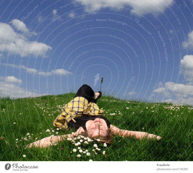 sonnen Frau Himmel blau grün Sommer weiß Blume Erholung Wolken Freude Berge u. Gebirge Erwachsene gelb Wiese lachen Beine