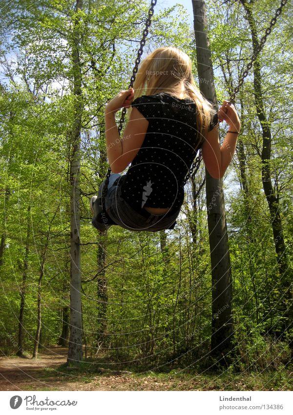 Himmelsschaukel II Schaukel Frau Ferne Schwung Spielplatz Sommer Frühling Freude hoch Seil Kette Außenaufnahme