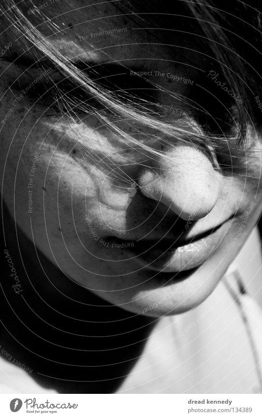 Einfach Sein. Mensch Frau Jugendliche schön Einsamkeit ruhig Gesicht Erwachsene Erholung Leben feminin Gefühle Haare & Frisuren Stil träumen Zufriedenheit