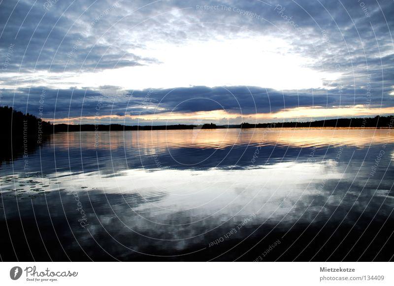Der Himmel bricht auf Sonnenuntergang Ferien & Urlaub & Reisen Finnland See Reflexion & Spiegelung Sommer Wellen Seerosenblatt Wolken Sehnsucht Fernweh Farbe