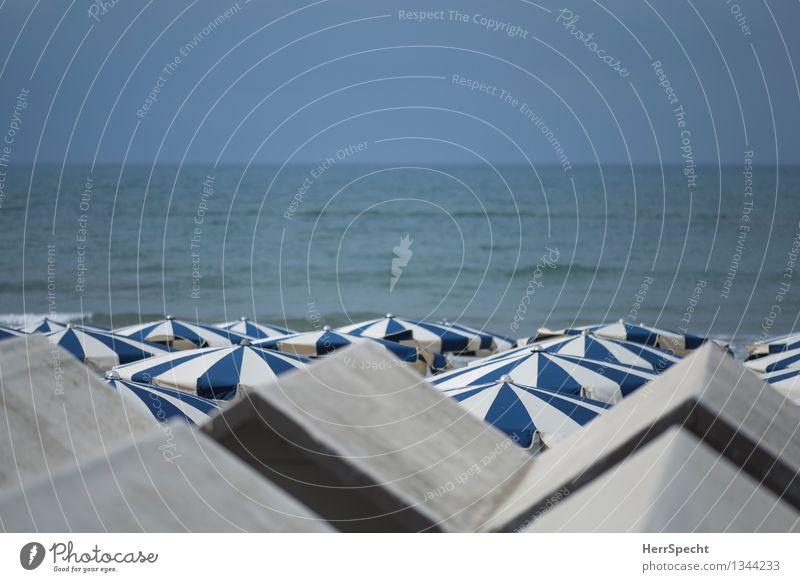 La vita è bella Ferien & Urlaub & Reisen blau schön Sommer Sonne Erholung Meer ruhig Strand Küste grau Tourismus Ordnung Wellen Perspektive Italien
