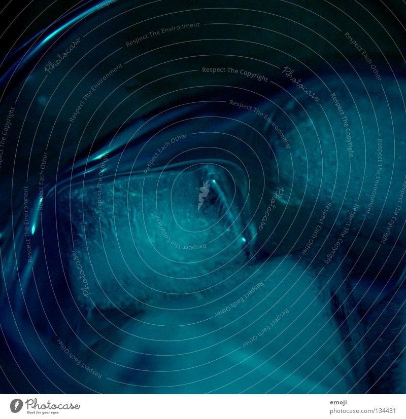 i.c.e. blau Wasser dunkel Metall Eis leuchten Getränk Ernährung gefroren Gastronomie Flüssigkeit Alkohol Erfrischungsgetränk Schnellzug liquide Eiswürfel