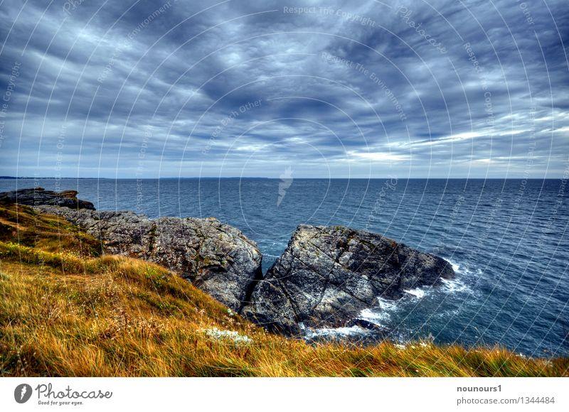 Meeresbrise Natur Landschaft Wolken Horizont Wetter schlechtes Wetter Wind Sturm Gras Wildpflanze Hügel Felsen Wellen Küste bedrohlich dunkel fantastisch blau