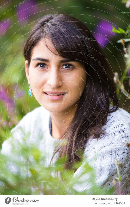 Myriam feminin Junge Frau Jugendliche Kopf Gesicht 1 Mensch 18-30 Jahre Erwachsene Natur Pflanze Tier Frühling Sommer Herbst Schönes Wetter Blume Gras Garten