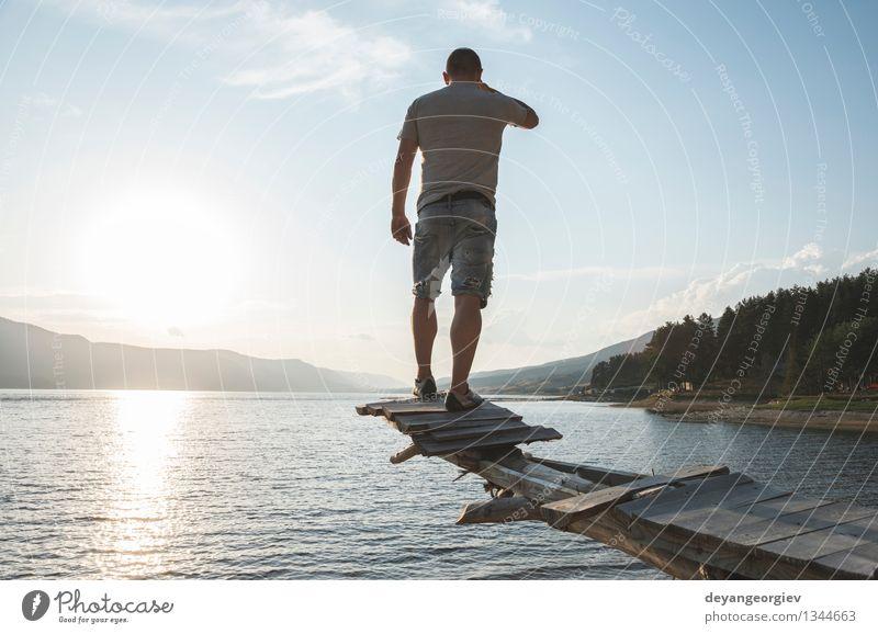 Junge vor Bergdamm Lifestyle Glück schön Erholung Freizeit & Hobby Ferien & Urlaub & Reisen Tourismus Abenteuer Camping Sommer Berge u. Gebirge wandern Sport