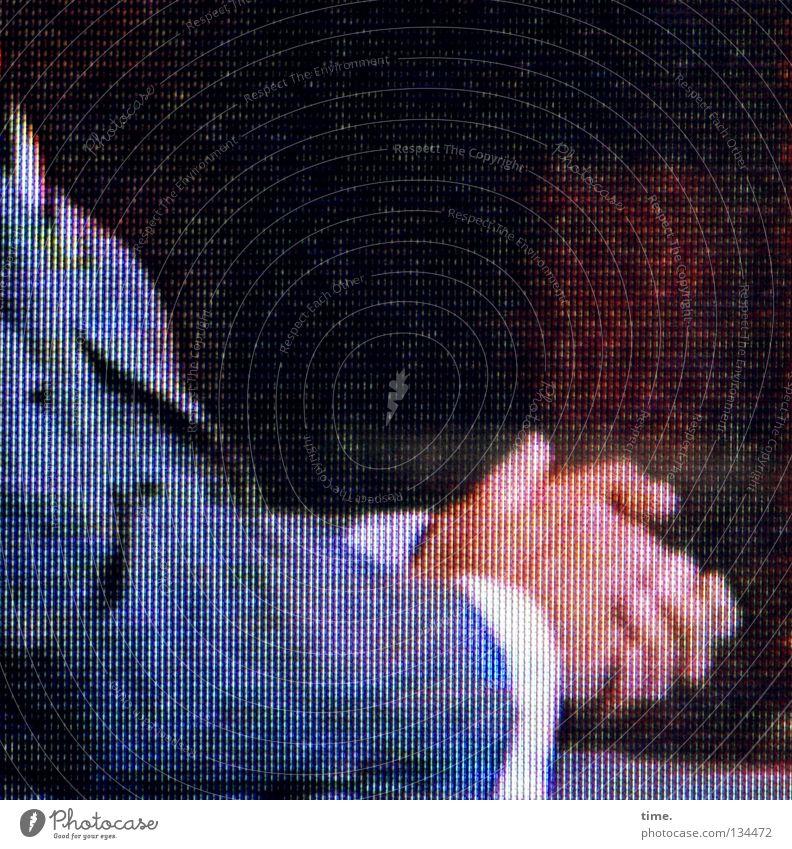 Nach der Entscheidung Mann Hand weiß Zufriedenheit maskulin Finger Bekleidung sitzen Anzug Hemd Krawatte Entschlossenheit zielstrebig Reibung
