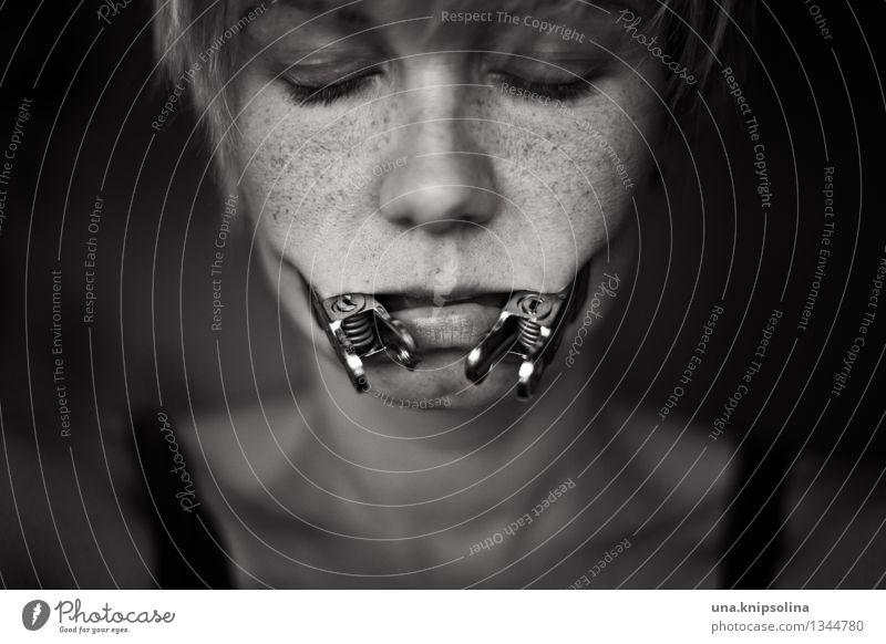 thymos. schön Werkzeug feminin Frau Erwachsene Gesicht Mund 1 Mensch 18-30 Jahre Jugendliche außergewöhnlich bedrohlich dunkel gruselig einzigartig Krankheit