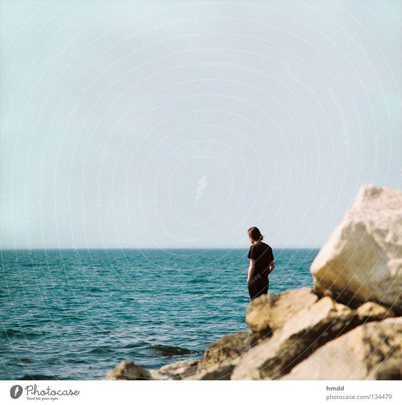Oceano mare Meer ruhig Küste Wellen Blick Unendlichkeit Horizont Strand Wasser Ferne blau Mensch Frieden Schönes Wetter