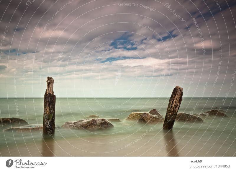 Ostseeküste Strand Natur Landschaft Wasser Wolken Küste Meer Stein alt blau Romantik Idylle Ferien & Urlaub & Reisen ruhig Tourismus Buhne Himmel