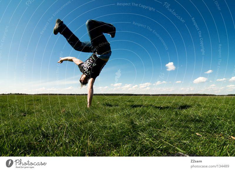 freakout sunday IV Mensch Mann Natur Jugendliche Himmel weiß grün blau Sommer ruhig Wolken Ferne Farbe Erholung Wiese springen