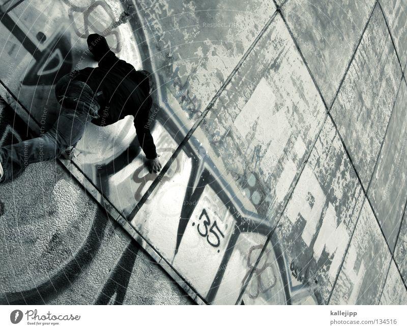 gipfelstürmer Mann Silhouette Dieb Krimineller Ausbruch Flucht umfallen Fenster Parkhaus Geometrie Gegenlicht Jacke Mantel Mütze Strahlung Thriller springen