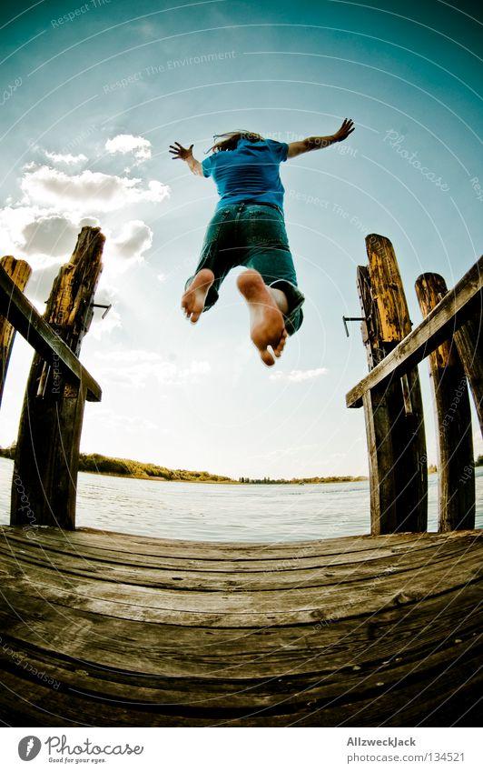 Jumping Jack Flash (1) See Steg Mann maskulin dunkel Gegenlicht Wolken Schönes Wetter Sommer heiß Schwimmen & Baden springen hüpfen Fischauge Beginn aufsteigen