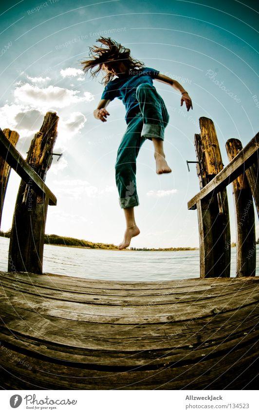 Jumping Jack Flash (3) See Steg Mann maskulin dunkel Gegenlicht Wolken Schönes Wetter Sommer heiß Schwimmen & Baden springen hüpfen Fischauge Beginn aufsteigen