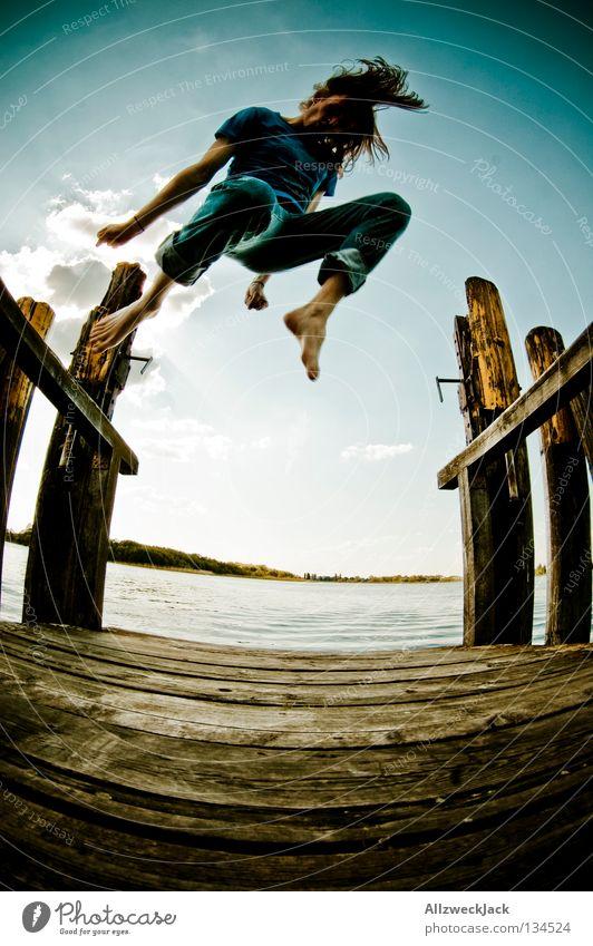 Jumping Jack Flash (4) See Steg Mann maskulin dunkel Gegenlicht Wolken Schönes Wetter Sommer heiß Schwimmen & Baden springen hüpfen Fischauge Beginn aufsteigen