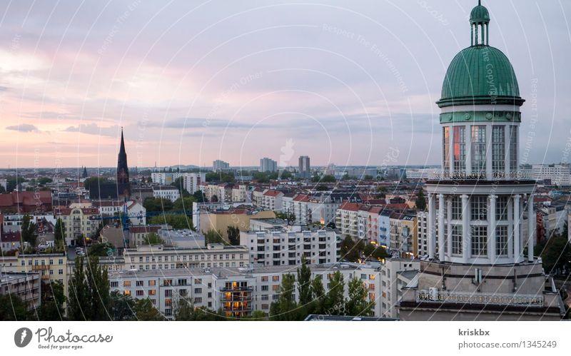 friedrichshain nord Stadt Haus Ferne Fenster Wand Architektur Berlin Gebäude Mauer Fassade Hochhaus groß Dach Turm Unendlichkeit historisch