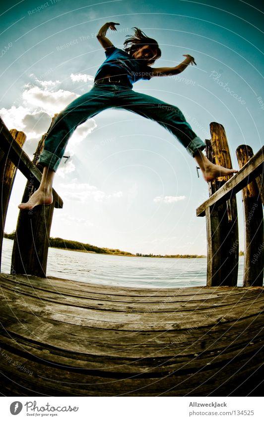 Jumping Jack Flash (5) See Steg Mann maskulin dunkel Gegenlicht Wolken Schönes Wetter Sommer heiß Schwimmen & Baden springen hüpfen Fischauge Beginn aufsteigen