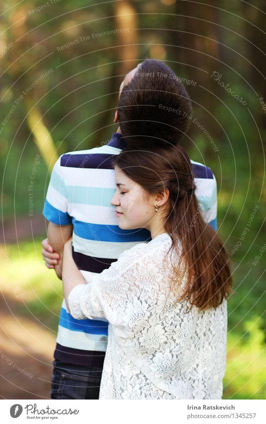 Liebe Mensch Frau Natur Jugendliche Mann schön ruhig Freude 18-30 Jahre Wald Erwachsene Gefühle Familie & Verwandtschaft Stimmung Paar