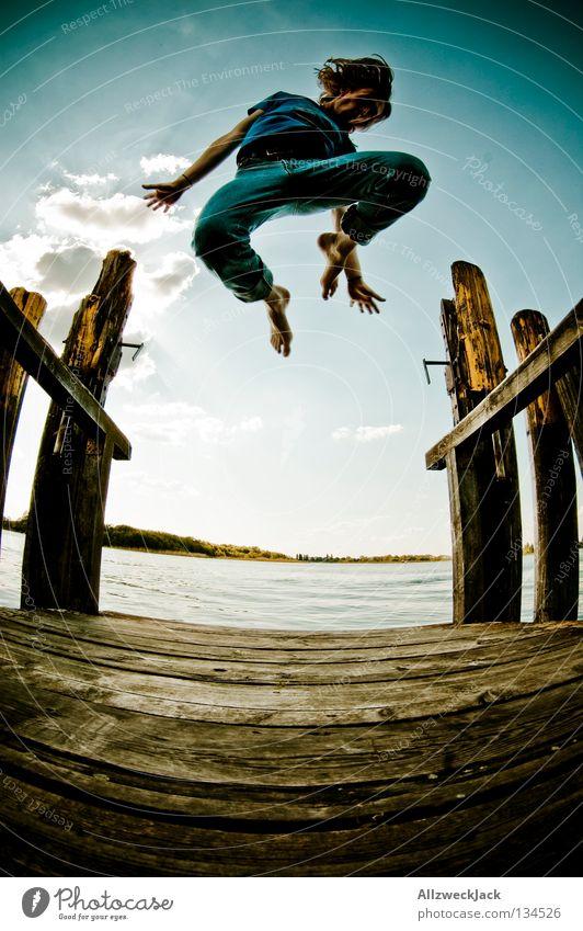 Jumping Jack Flash (6) See Steg Mann maskulin dunkel Gegenlicht Wolken Schönes Wetter Sommer heiß Schwimmen & Baden springen hüpfen Fischauge Beginn aufsteigen