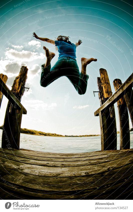 Jumping Jack Flash (7) See Steg Mann maskulin dunkel Gegenlicht Wolken Schönes Wetter Sommer heiß Schwimmen & Baden springen hüpfen Fischauge Beginn aufsteigen
