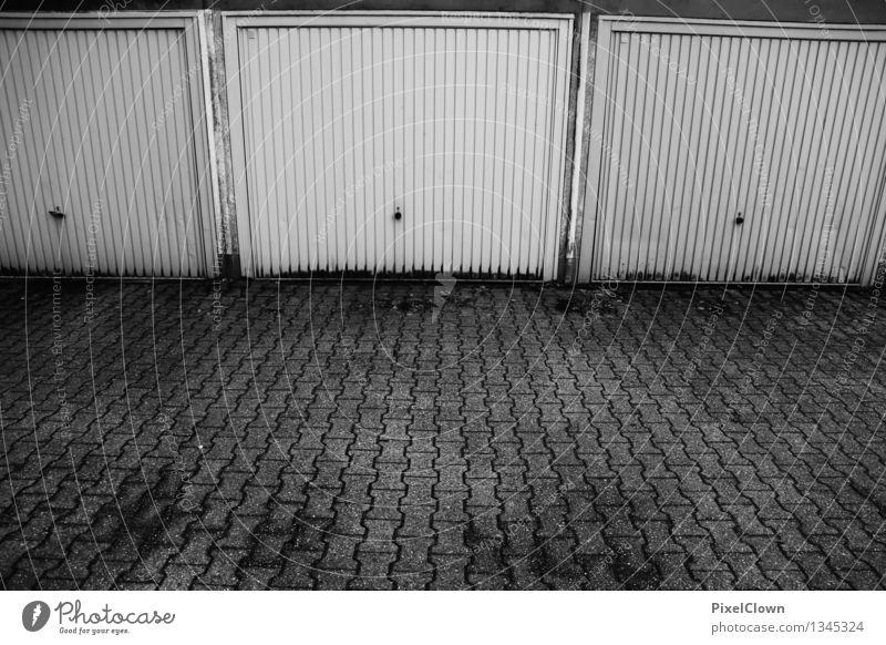 Garagen ohne Autos Stil Güterverkehr & Logistik Architektur Gebäude Verkehr Verkehrsmittel PKW fahren Häusliches Leben trist schwarz weiß Endzeitstimmung