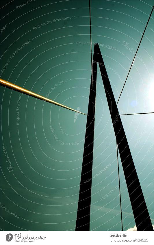 Brücke Konstruktion Brückenkonstruktion Hochbau Beton Stahl aufregend Säule Brückenpfeiler spannseil Trosse stahltrossen Elektrizität Himmel Schönes Wetter