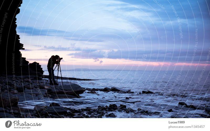 Fotograph Ferien & Urlaub & Reisen Tourismus Expedition Sommer Sommerurlaub Fotokamera Stativ Digitalkamera Mensch Junger Mann Jugendliche Erwachsene 1 Wellen