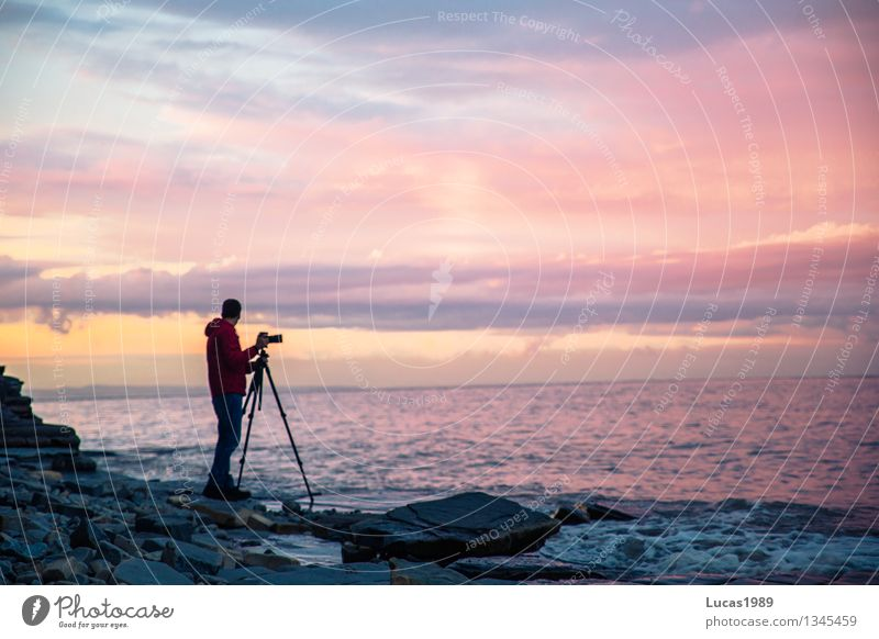 Sonnenuntergang in pink und blau Fotograf Mensch maskulin Junger Mann Jugendliche Erwachsene 1 Umwelt Landschaft Wasser Himmel Wolken Sonnenaufgang