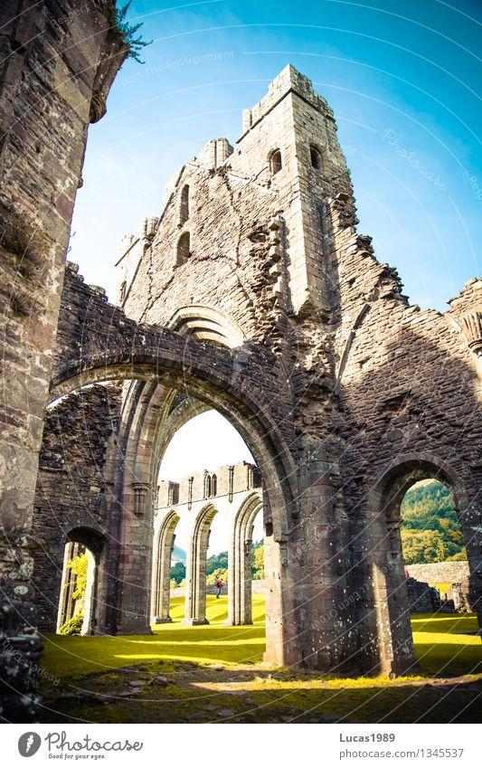 Llanthony Priory Natur Ferien & Urlaub & Reisen alt Sommer Landschaft Ferne Umwelt Architektur Wiese Mauer Freiheit außergewöhnlich Stein Tourismus Ausflug