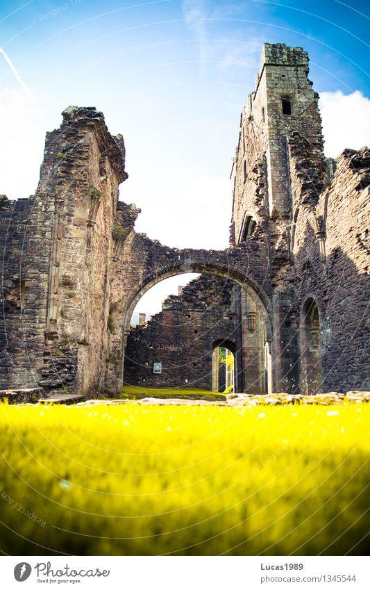 Ruine Ferien & Urlaub & Reisen Tourismus Ausflug Abenteuer Sightseeing Umwelt Natur Klima Garten Park Wiese Wales Llanthony Priory Kirche Palast