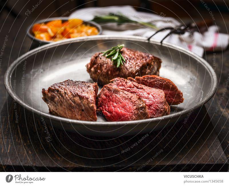 Ein gutes Steak Mignon, medium gebraten Lebensmittel Fleisch Ernährung Mittagessen Abendessen Büffet Brunch Bioprodukte Diät Teller Gabel Stil Design
