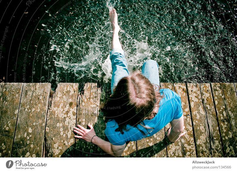 Nasszination Wasser Freude kalt See Beine Küste Wassertropfen nass sitzen Brandenburg Schwimmen & Baden heiß Steg spritzen Erfrischung