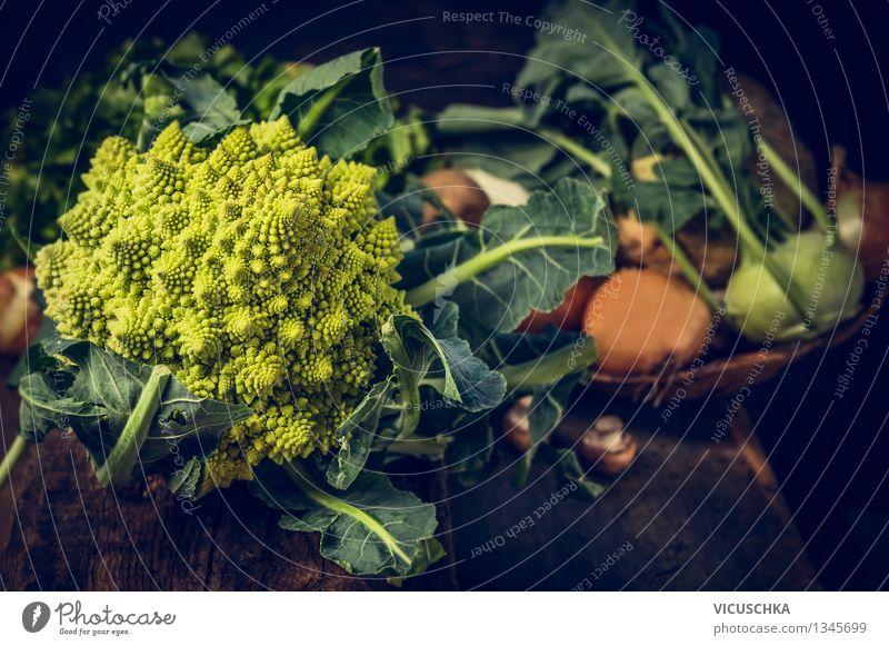 Romanesco Kohl und andere Gemüse Natur Sommer Gesunde Ernährung Leben Stil Hintergrundbild Lifestyle Lebensmittel Design Ernährung Tisch Kochen & Garen & Backen Küche Gemüse Bioprodukte Ernte