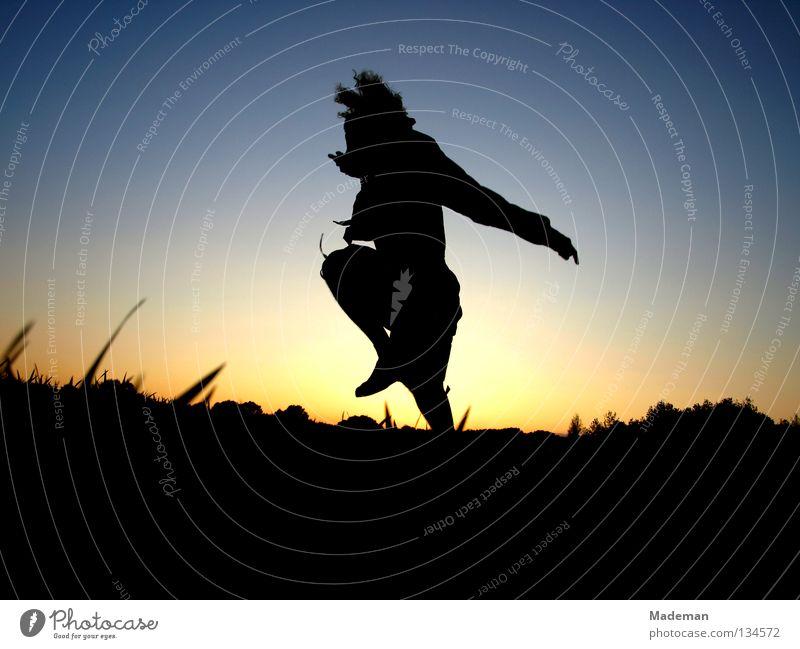 jump springen Sonnenuntergang Schwerelosigkeit Sommer Frühling Freude srpung Freiheit fliegen Silhouette