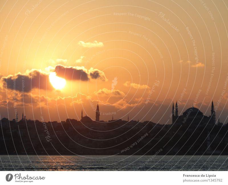 Wolkenmeer Ferne Städtereise Sommer Sonne Meer Architektur Istanbul Türkei Hafenstadt Altstadt Skyline Turm Moschee Minarett Hagia Sophia
