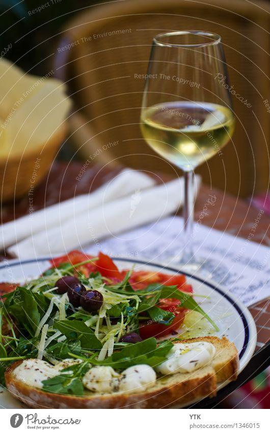 Bruschetta e Vernaccia Lebensmittel Käse Gemüse Salat Salatbeilage Brot Ernährung Abendessen Bioprodukte Vegetarische Ernährung Slowfood Italienische Küche