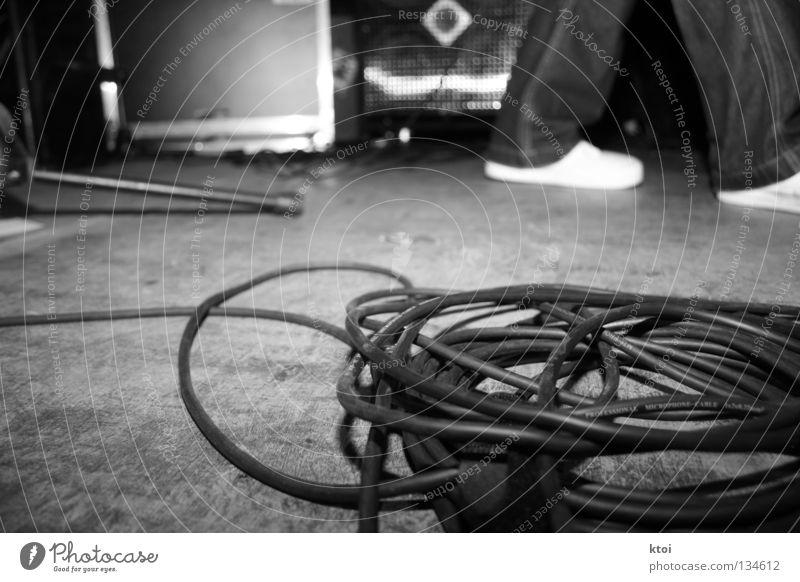 Zugabe? - oder - die ruhe vorm sturm Kabelsalat Schuhe Bühne Konzert Verstärker Musik Schwarzweißfoto Jeanshose cases stage concert pa stuff promisespromises