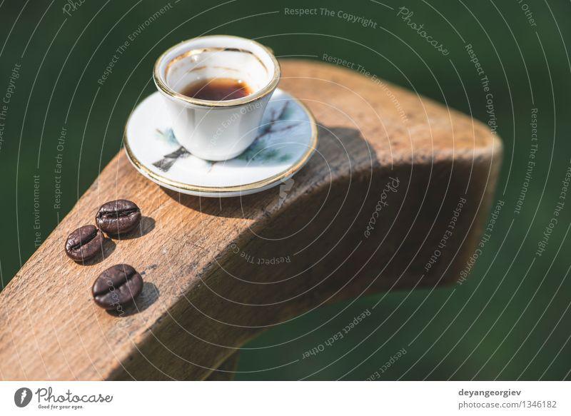Tasse Kaffee auf Holztisch alt schwarz klein braun frisch Aussicht Tisch retro heiß Café Schreibtisch Top aromatisch Espresso Miniatur