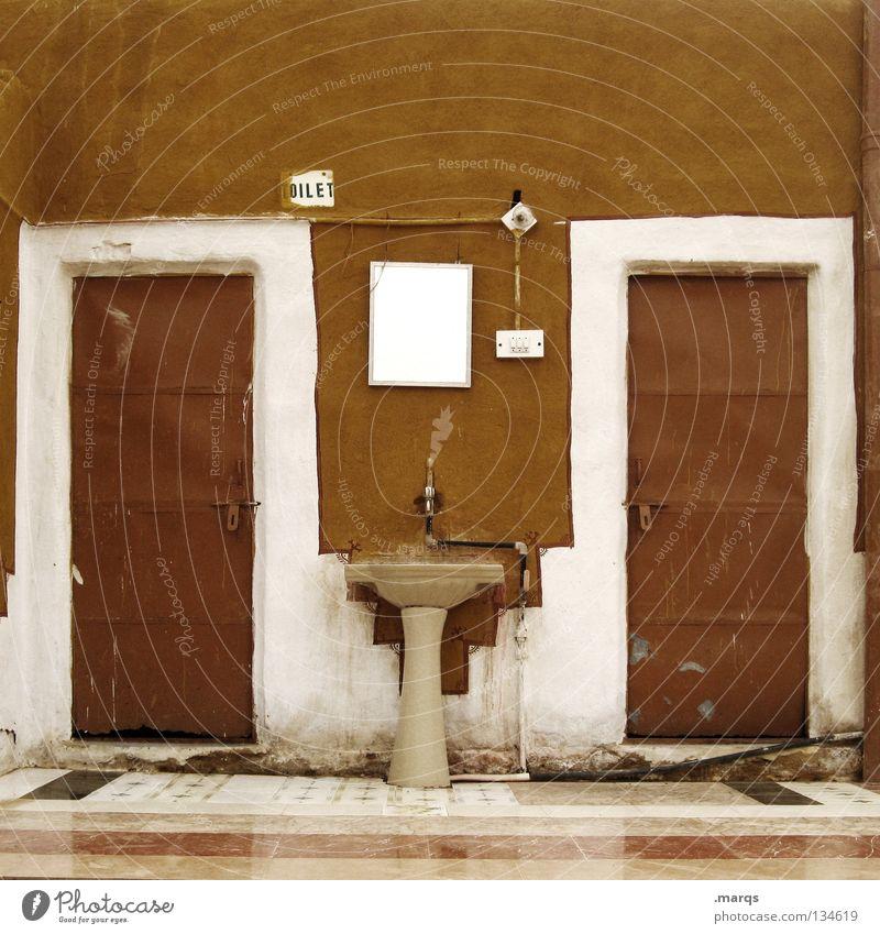 Oilet weiß braun Tür Schilder & Markierungen Bad Sauberkeit Häusliches Leben Spiegel Toilette Indien Blech Wasserhahn Waschbecken sanitär Ocker Lichtschalter