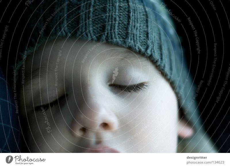 Träumer Kind ruhig Gesicht Erholung Auge Junge träumen Zufriedenheit geschlossen schlafen Vertrauen Frieden Stress Müdigkeit bleich anstrengen