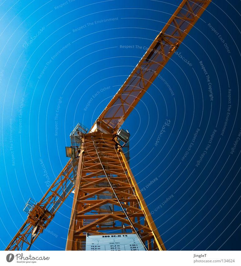 Aufsteiger Himmel blau Ferne gelb Baustelle Industrie Güterverkehr & Logistik Bauarbeiter Schönes Wetter Aussicht Handwerk Leiter Konstruktion Kran Baugerüst Mai