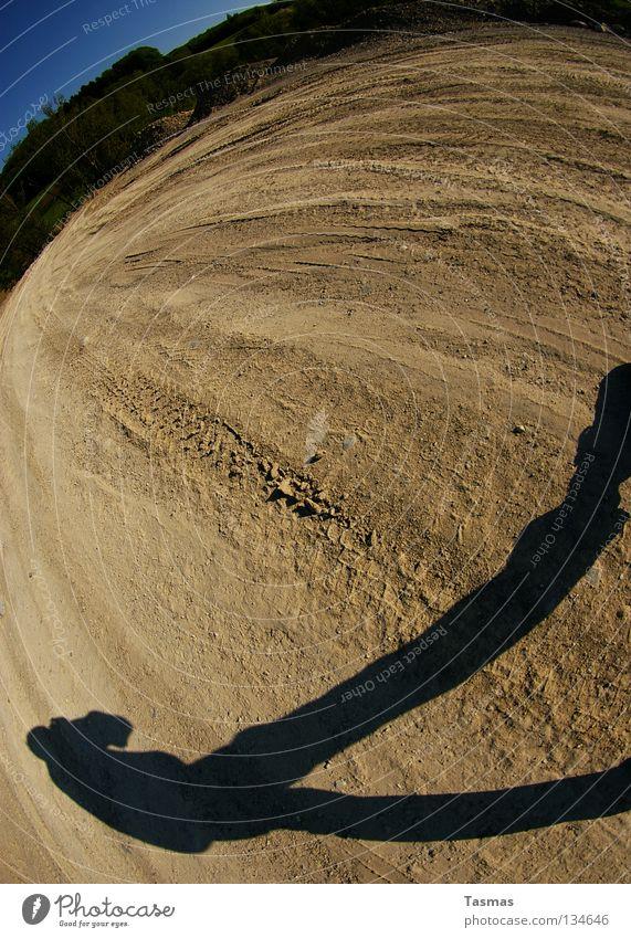 Sicherer Stand Sand Erde außergewöhnlich Körperhaltung Wüste bizarr Am Rand Surrealismus Standort standhaft Fischauge filmreif