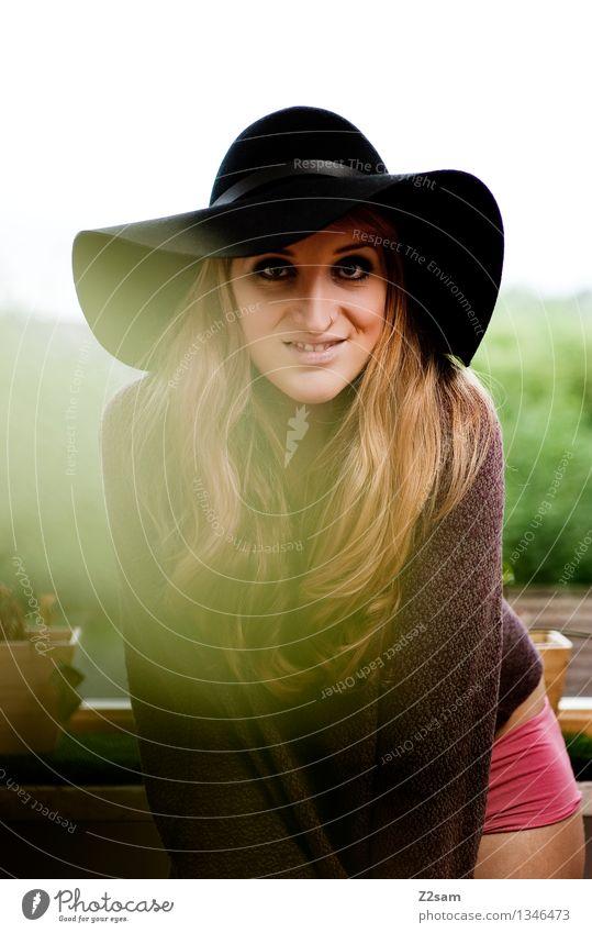 Wochenende!!!!! Lifestyle elegant Stil schön Wohnung feminin Junge Frau Jugendliche 18-30 Jahre Erwachsene Schönes Wetter Mode Hut blond langhaarig genießen