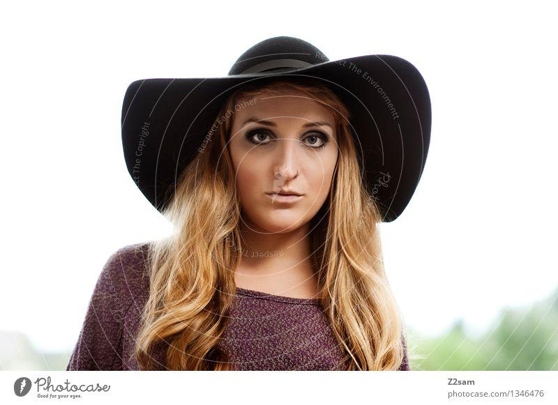 Hut steht ihr gut Natur Jugendliche schön Farbe Junge Frau Landschaft 18-30 Jahre Gesicht Erwachsene natürlich feminin Stil Lifestyle Mode frisch elegant