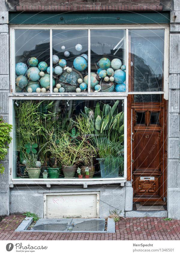 Globalisierung Stadt Haus Fenster lustig Gebäude außergewöhnlich Dekoration & Verzierung Tür retro viele Ladengeschäft trashig Sammlung Globus skurril Anhäufung