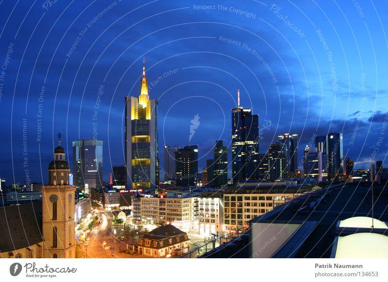 Skyline bei Nacht III Stadt Frankfurt am Main Hochhaus Licht Langzeitbelichtung Sonnenaufgang Sonnenuntergang Metall Fassade Himmel Börsenstadt big city