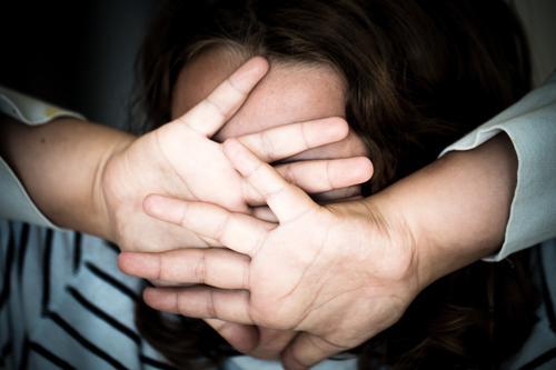 Bitte nicht Kind Jugendliche Junge Frau Hand Mädchen Gesicht Gefühle Angst 13-18 Jahre Kindheit 8-13 Jahre Wut Schmerz Stress schreien Aggression