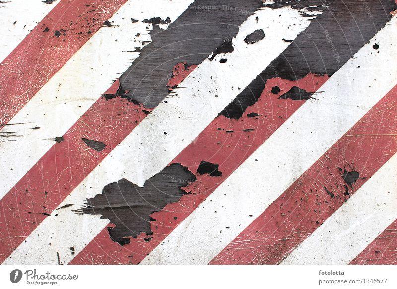 gesperrt Barriere Verbote geschlossen begrenzen blockieren schließen Ausgrenzung Grenze Schilder & Markierungen alt braun rot schwarz weiß Sicherheit verwittert