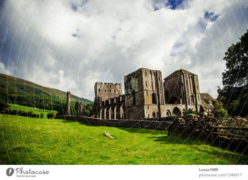 Kloster Umwelt Natur Landschaft Wolken Schönes Wetter Garten Park Wiese Llanthony Priory Wales Kirche Palast Burg oder Schloss Ruine Gebäude Architektur Mauer